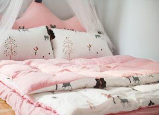 kołdra i poduszka dla niemowlaka